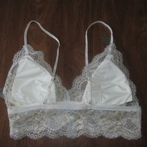 e7c28c1fd0ffa sophie b. Intimates   Sleepwear - Sophie B Small Off White Bralette  Removable Pads